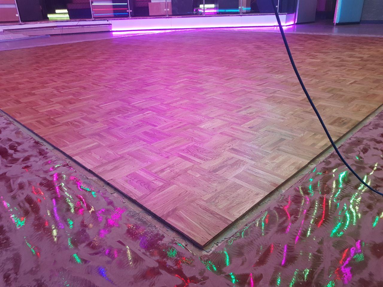 discothek maxim club osnabr ck rhinoparkett. Black Bedroom Furniture Sets. Home Design Ideas